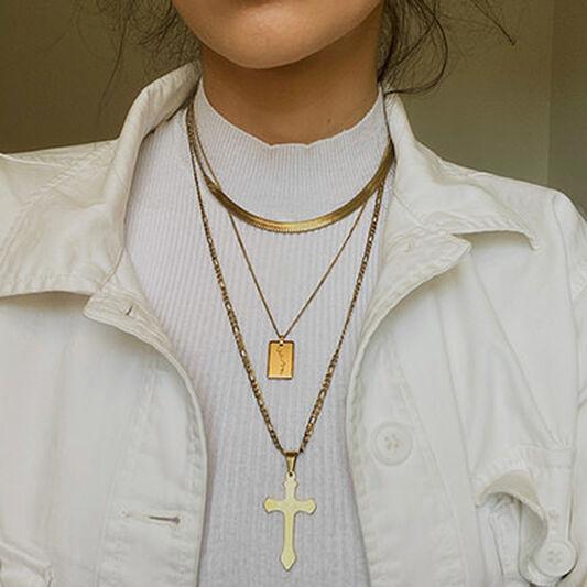 Kiss Pendant Necklace